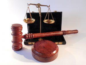 火災の原因を裁判で争う
