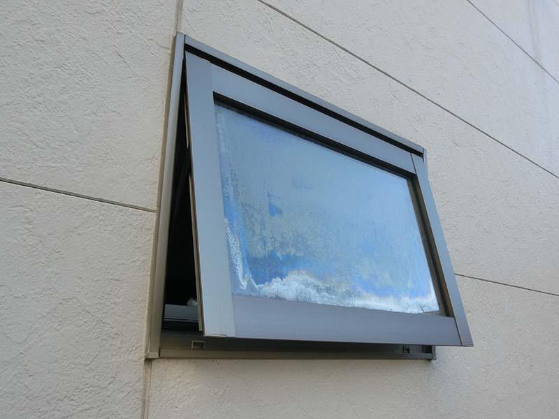 横すべり出し窓とは【住宅建築用語の意味】